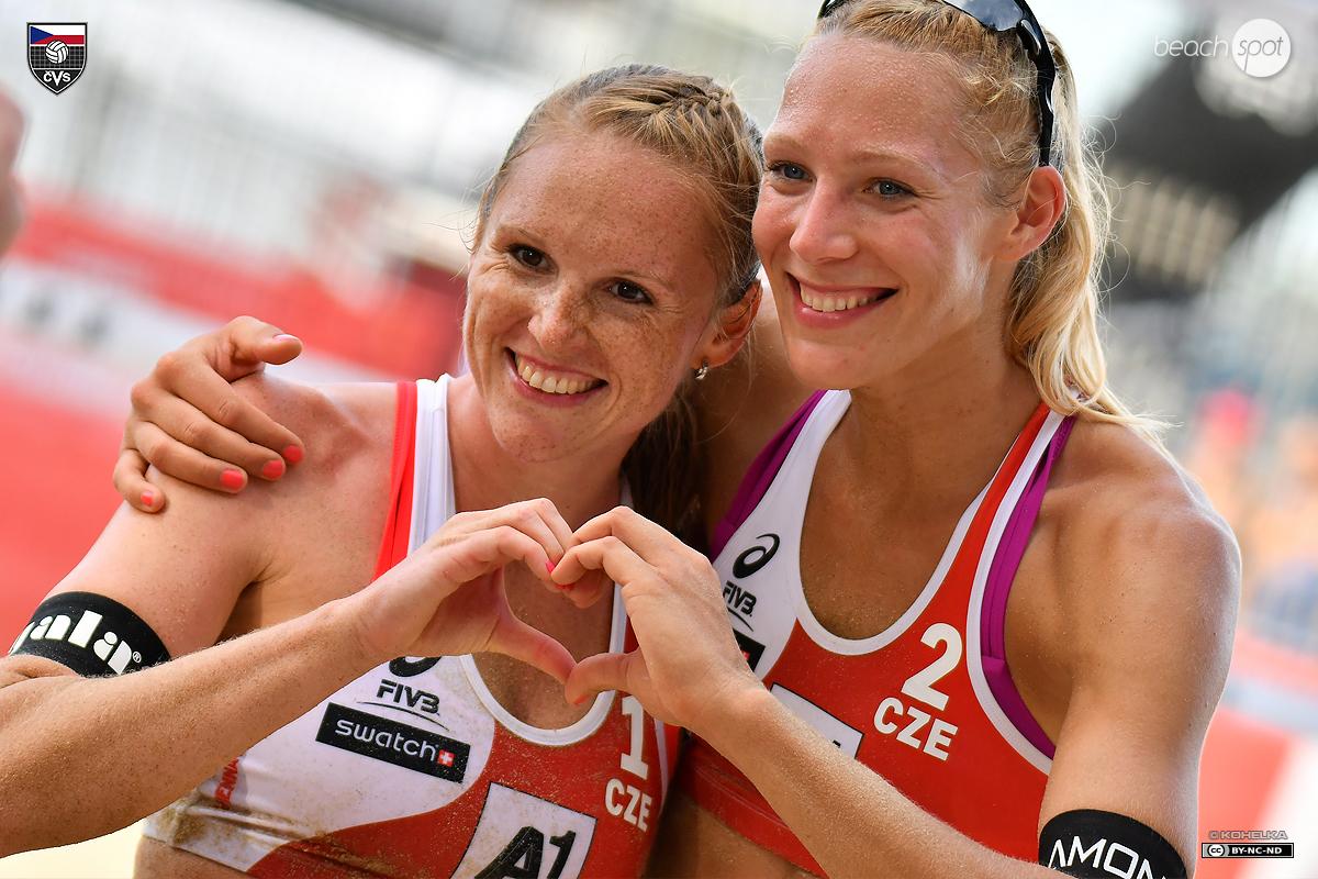 Kristýna Kolocová a Michala Kvapilová